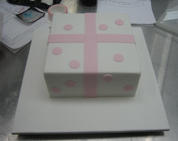 Working present box cake - Talk Sweet to Me