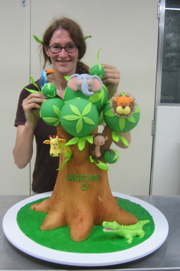 Margie working on cake - Talk Sweet to Me