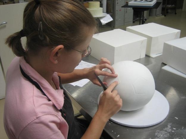 Measuring soccer ball cake - Talk Sweet to Me