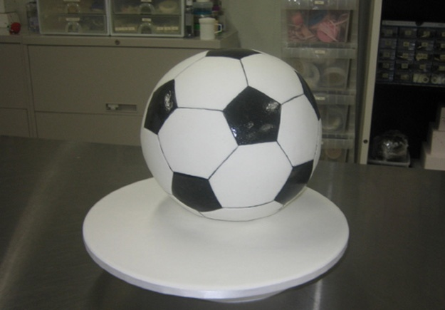 Painted soccer ball cake - Talk Sweet to Me