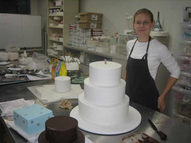 Stacking cake tiers - Talk Sweet to Me