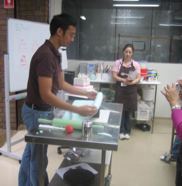 Handi covering cake demonstration - Talk Sweet to Me