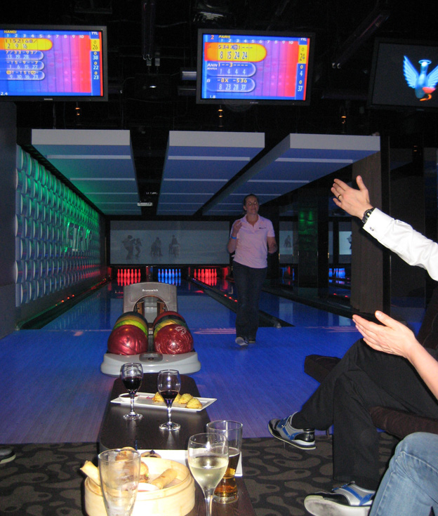 Paris bowling - Talk Sweet to Me