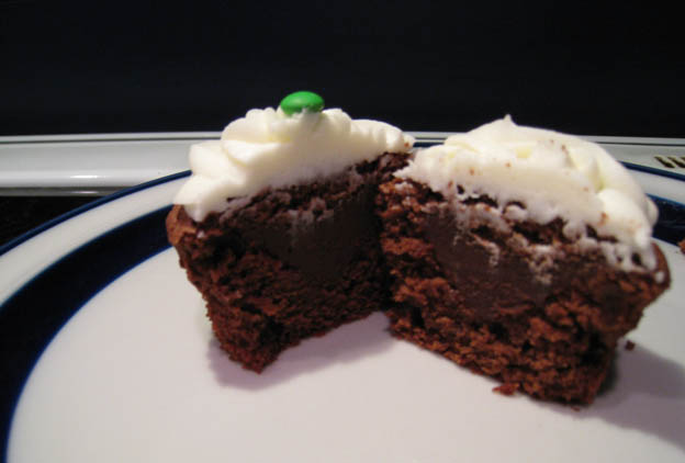Mint chocolate cupcakes with chocolate ganache filling - Talk Sweet to ...