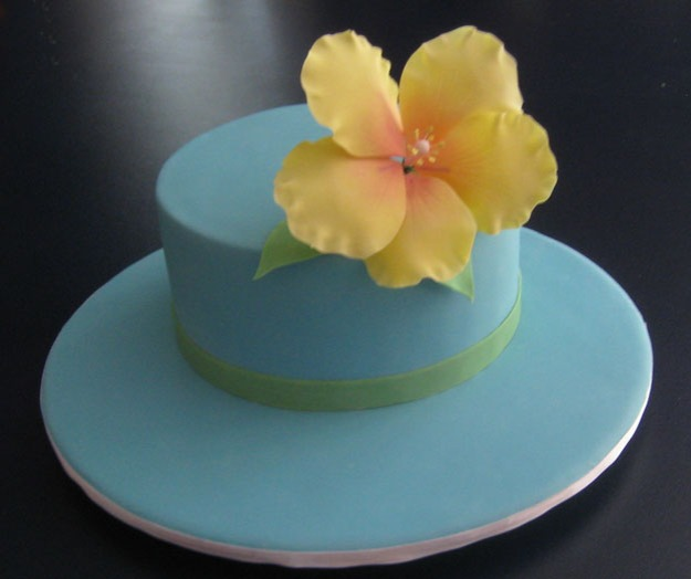 Shower cake with yellow sugar hibiscus flower - Talk Sweet to Me